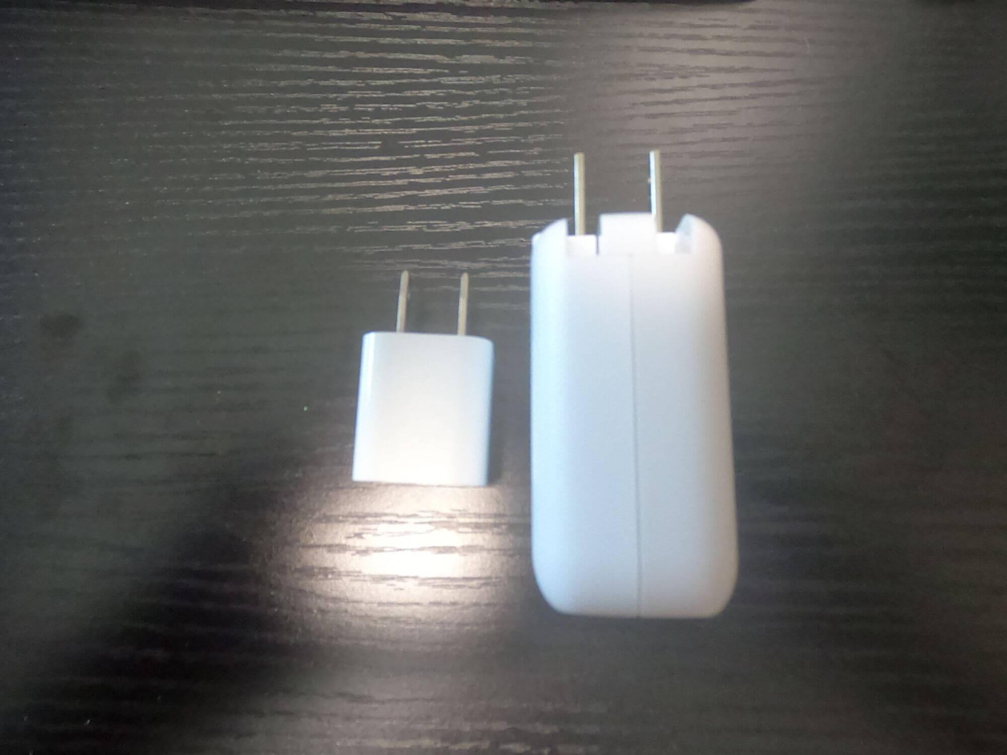 Anker PowerPort 2 Elite充電器の比較画像